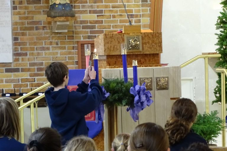 5th Grade Advent Wreath Lighting